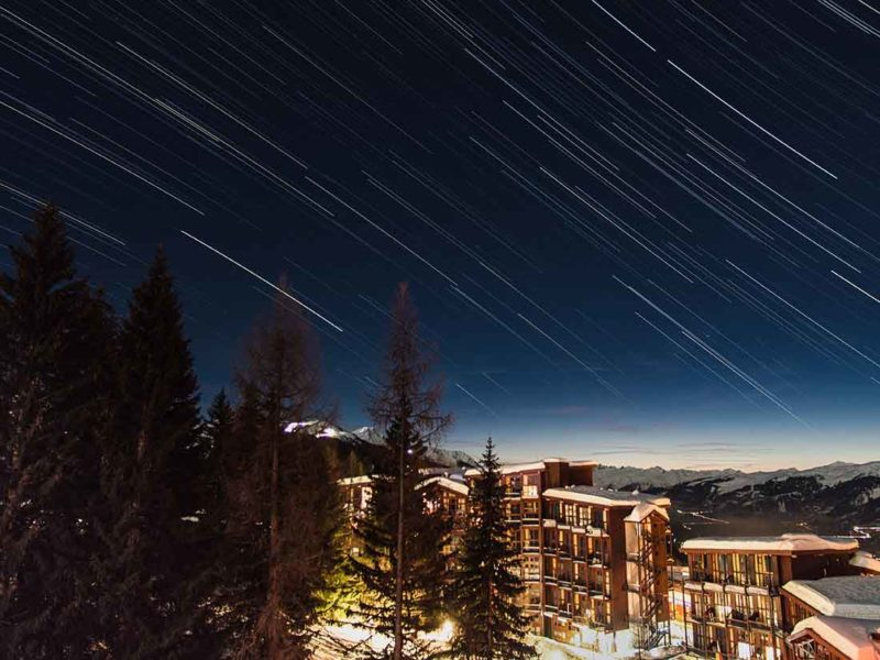 Linear straight star trails caused by pointing the camera in a east or west direction