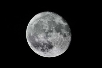 Image of a Full Moon shot using the Looney 11 rule of photography for setting the aperture value, ISO and shutter speed of the camera