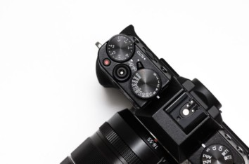 Top view of the exposure compensation dial on a sony mirrorless camera